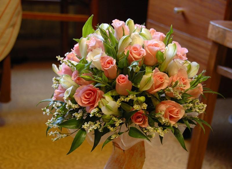 Недорогие букеты на свадьбу в подарок молодоженам 534